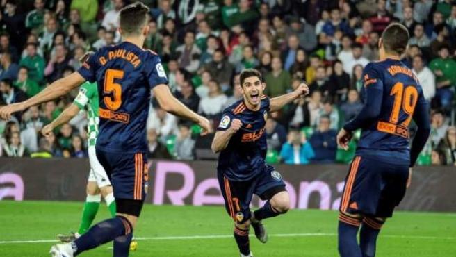 El Valencia celebra un tanto de Guedes