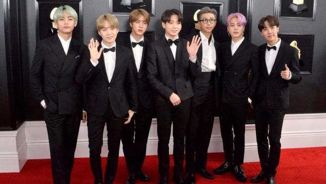 La formación de K-Pop surcoreana BTS en los 'Grammy'.
