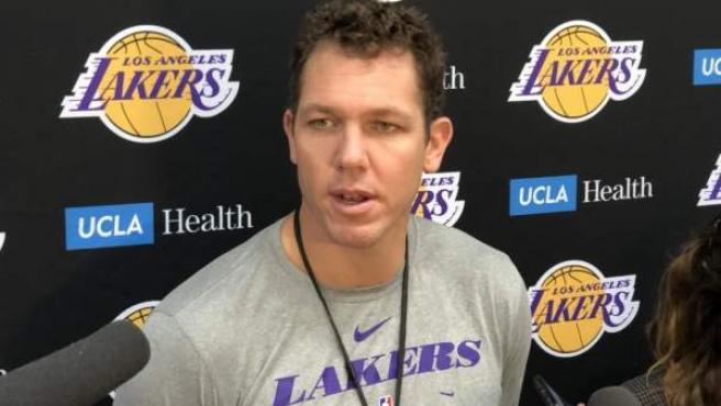 Walton fue entrenador de Los Ángeles Lakers y actualmente dirige a los Sacramento Kings.