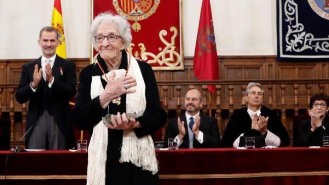 La poeta uruguaya Ida Vitale tras recibir el Premio de Literatura en Lengua Castellana Miguel de Cervantes 2018.
