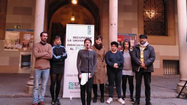 Miembros y portavoz de la ILP Universitats.