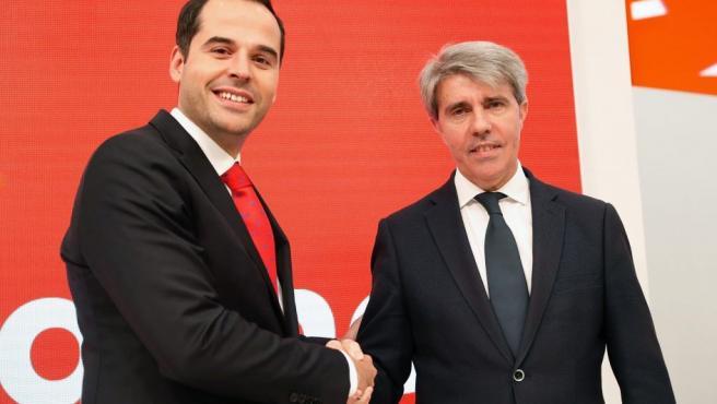 El expresidente de la Comunidad de Madrid Angel Garrido, acompañado por candidato de Ciudadanos (Cs) a la Comunidad de Madrid, Ignacio Aguado.