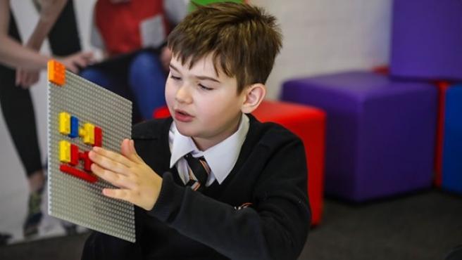 Lego Braille Brikcs, un nuevo proyecto que se lanzará en 2020 para ayudar a niños invidentes a aprender braille.