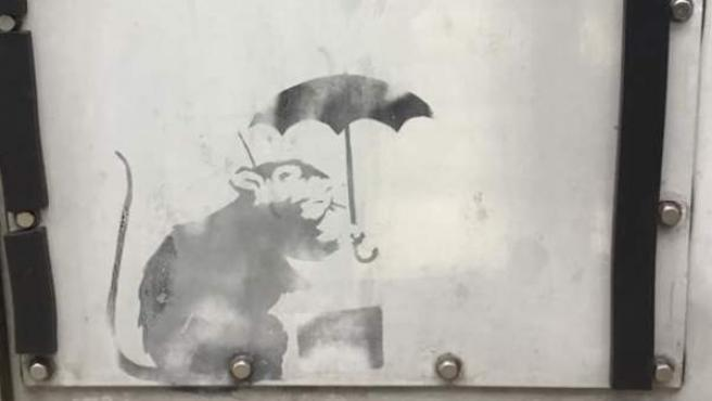 Grafiti, posiblemente de Banksy, compartido en Facebook por la gobernadora de Tokio, Yuriko Koike.