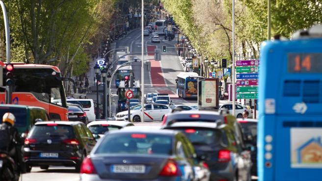 Tráfico intenso en el perímetro de Madrid Central en la zona de la estación de Atocha.