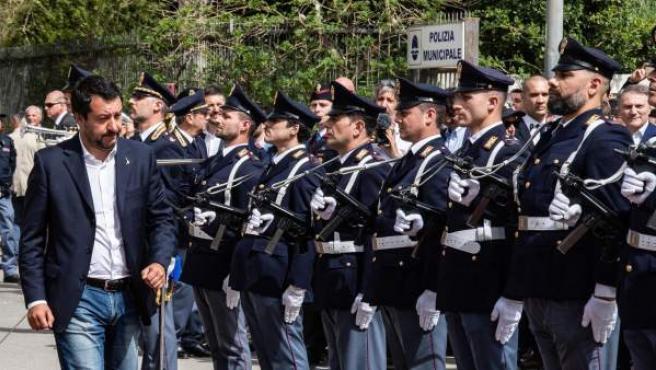 Matteo Salvini prefirió un acto en una comisaría de Policía en Corleole.