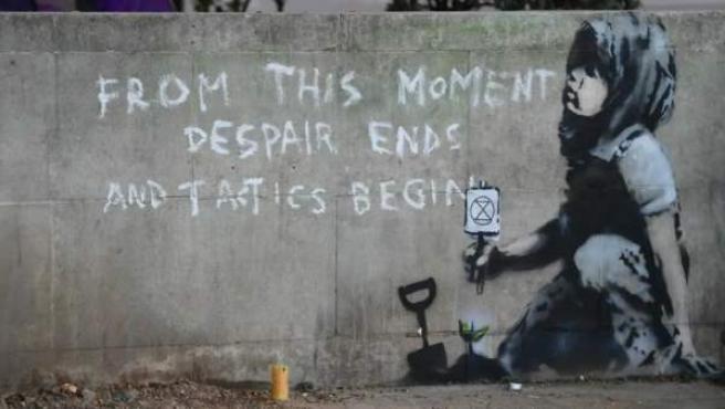 La obra apareció tras el fin temporal de las protestas por el cambio climático del grupo Extinction Rebellion