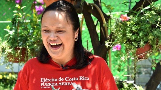 Isaura Margarita Porras en el jardín de su casa en el municipio mexicano de Cuautla.