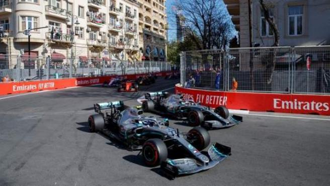 Valtteri Bottas y Lewis Hamilton, durante el GP de Azerbaiyán.