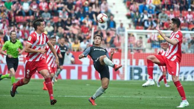 El Girona respira tras romper ante el Sevilla la mala racha de resultados que le perseguía.