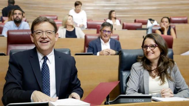 Ximo Puig (PSOE) y Mónica Oltra (Compromís), en un pleno del Parlamento valenciano.