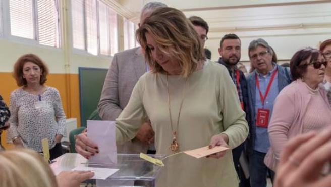 La secretaria general del PSOE-A, Susana Díaz, vota en un colegio de Sevilla en las elecciones generales del 28-A.