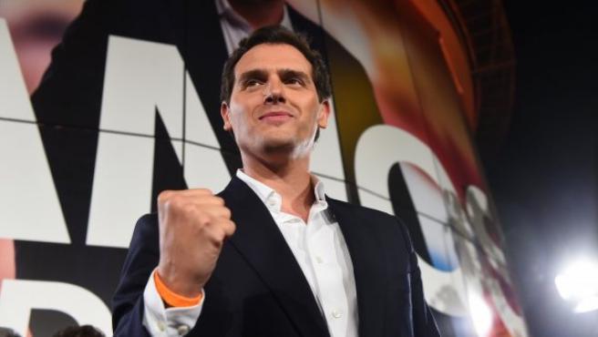 El líder de Ciudadanos, Albert Rivera, celebra con el puño apretado los resultados de su partido en las elecciones del 28-A.