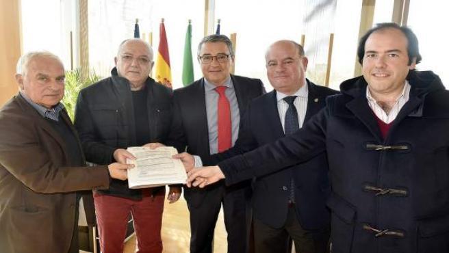 Málaga.- Antequera aprueba comprometer 600.000 euros más en subvenciones para apoyar la nueva residencia de Adipa