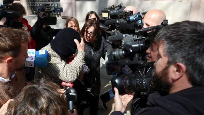 Joaquim Benítez, a la salida de la primera sesión del juicio del 'caso Maristas'.