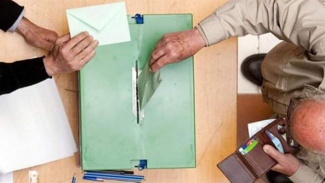 28A.- Consejo.- La Junta aprueba el decreto que regula la participación de los trabajadores en las elecciones generales