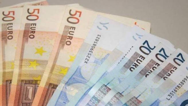 Imagen de recurso de varios billetes de 20 y 50 euros.
