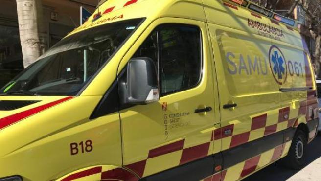 Un conductor agrede verbalmente a dos técnicos por dejar su ambulancia en la calle durante una emergencia en Palma