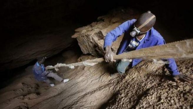Trabajadores en una mina de Sudáfrica.