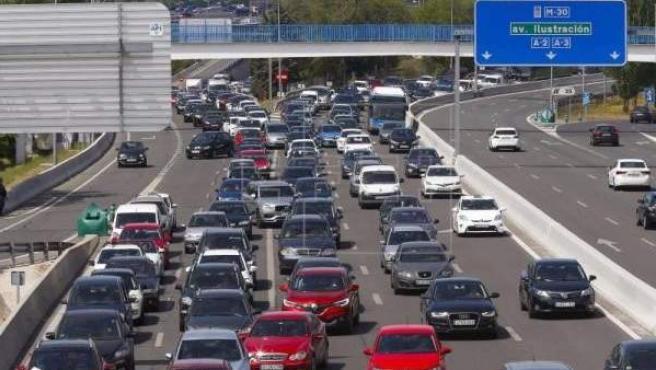 Tráfico en la incorporación a la A-6 desde la M-30 a la salida de Madrid