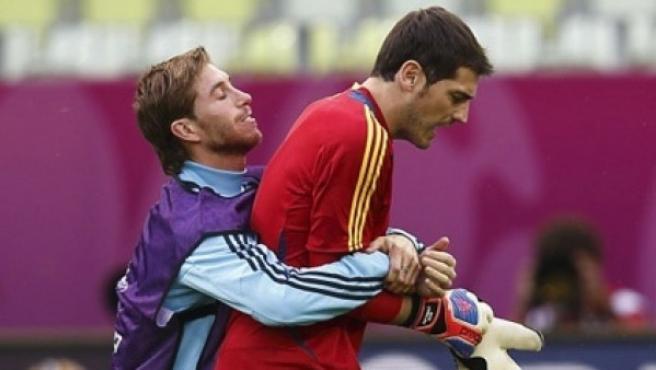 Sergio Ramos e Iker Casillas, en un entrenamiento de la selección española.