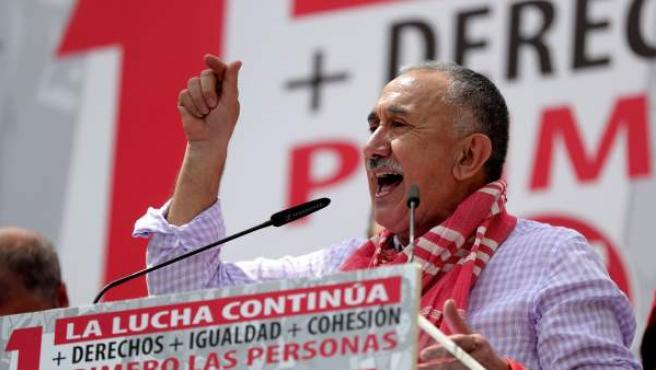 El secretario general de UGT, Pepe Álvarez, pronuncia unas palabras en la Puerta del Sol, al término de la manifestación central del Primero de Mayo
