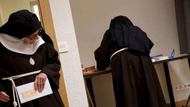 Unas monjas del convento de las clarisas ejercen su derecho el 28-A.