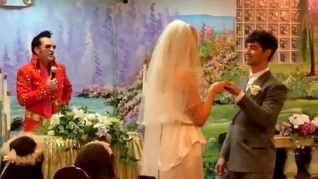 Sophie Turner y Joe Jonas contraen matrimonio en Las Vegas.