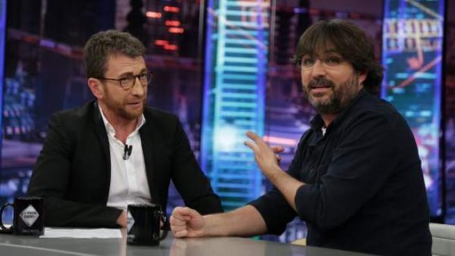 Jordi Évole, con Pablo Motos, en 'El Hormiguero'.