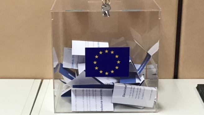 [El Periodico] Merkel y Barroso hacen caer la reforma del PP / El PSOE podría ganar las elecciones europeas / CiU profundiza el autoritarismo 860208