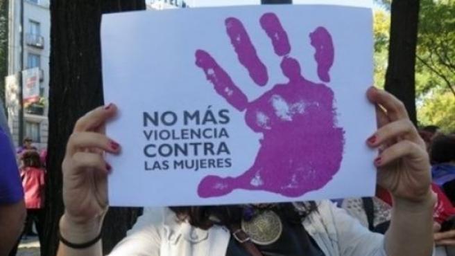 Cartel con el lema 'No más violencia de género'.