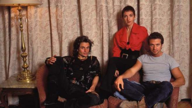 La banda de pop español Mecano en un posado, en el año 1990.