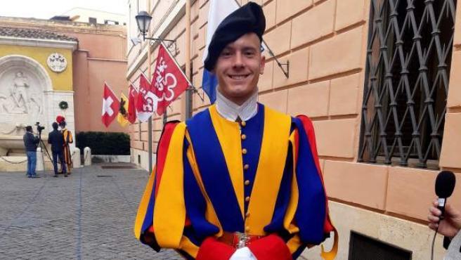 Un comandante de la Guardia Suiza, en la Ciudad del Vaticano.
