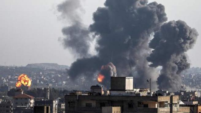 Imagen de un bombardel en la franja de Gaza.