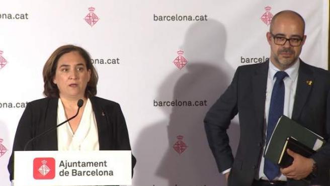 La alcaldesa de Barcelona, Ada Colau, y el conseller de Interior, Miquel Buch.