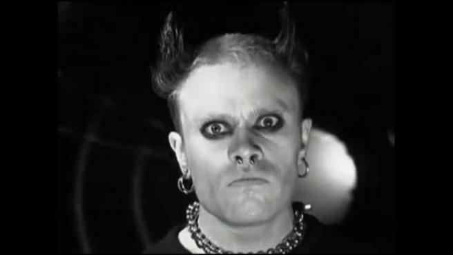 El cantante de The Prodigy mira a cámara con ojos profundos