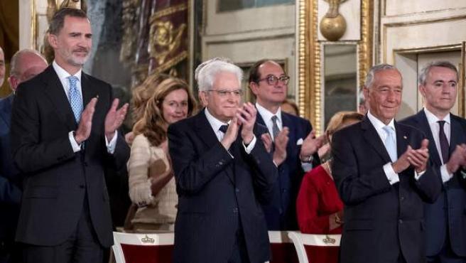 El rey Felipe VI (i) junto al presidente italiano, Sergio Mattarella (c), y el presidente portugués, Marcelo Rebelo de Sousa (d).