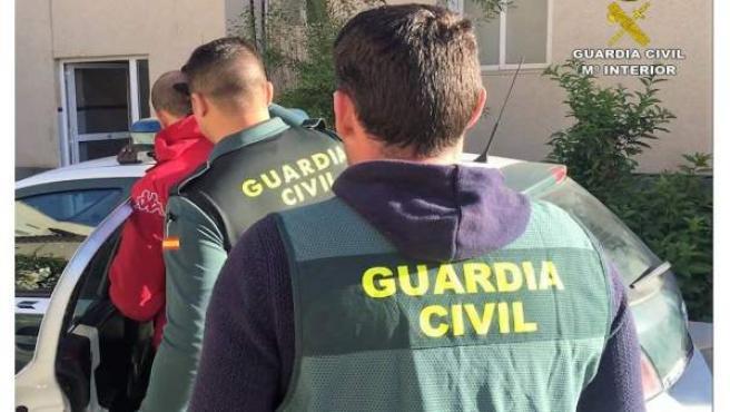 Alicante.- Sucesos.- Detenidos dos hermanos en Almoradí por estafar a 12 personas 768.000 euros en bonos de inversión