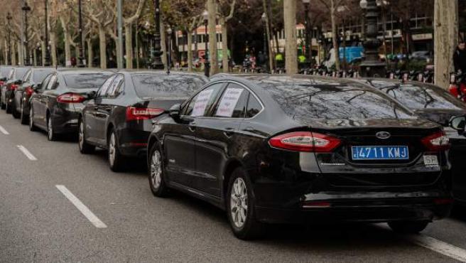 Vehículos VTC aparcados en Barcelona