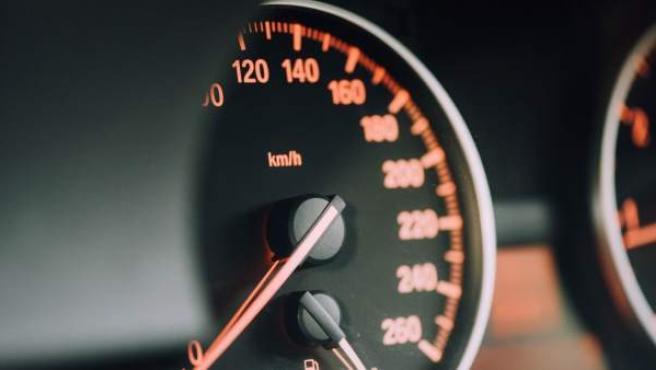 La reducción de la velocidad máxima permitida en carreteras secundarias obliga a circular por ellas a 90 km/h.