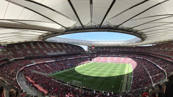 <p>El Wanda Metropolitano se vistió con sus mejores galas para el encuentro entre las dos primeras clasificadas, el Atlético de Madrid Femenino y el FC Barcelona. La cifra oficial de espectadores fue de 60.739, con lo que ya es el partido de clubes femeninos de <strong>mayor asistencia de la historia del fútbol mundial</strong>.</p>