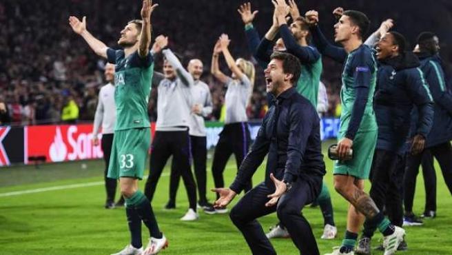 El Tottenham celebra su pase a la final de la Champions