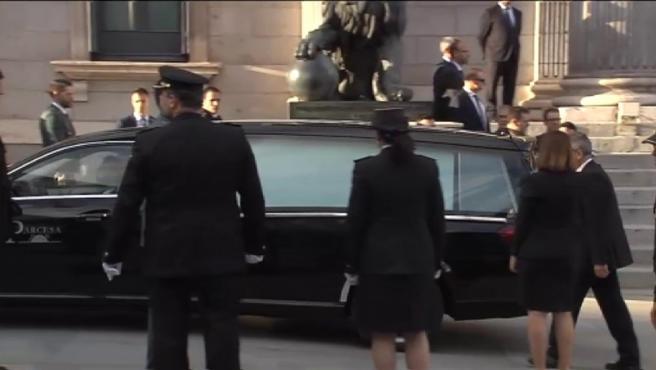 Los restos de Pérez Rubalcaba llegan a la capilla ardiente en el Congreso de los Diputados.