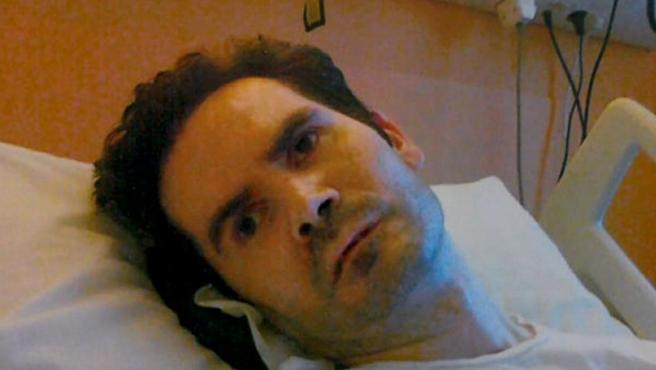 Vincent Lambert, tetrapléjico en estado vegetativo cuya esposa pide que se le deje morir, mientras sus padres apuestan por mantenerle con vida.