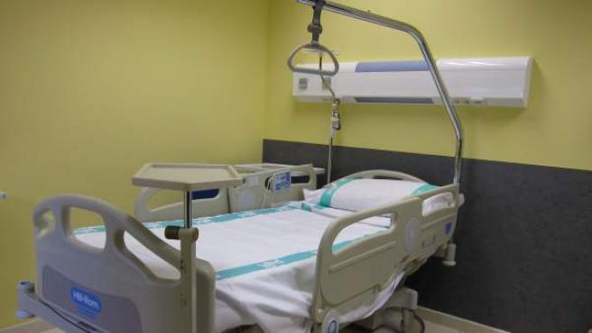 Cama de la habitación de un hospital.