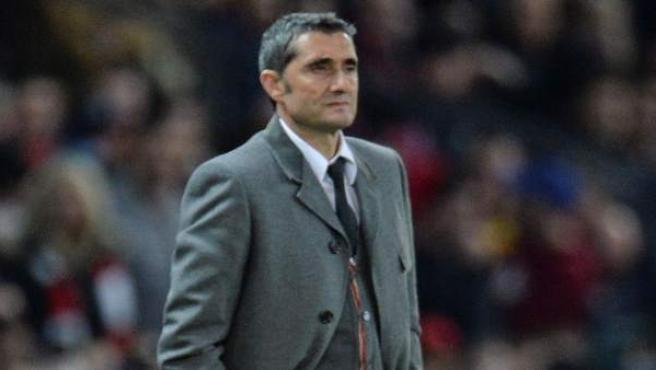 Ernesto Valverde, entrenador del FC Barcelona, durante un partido.