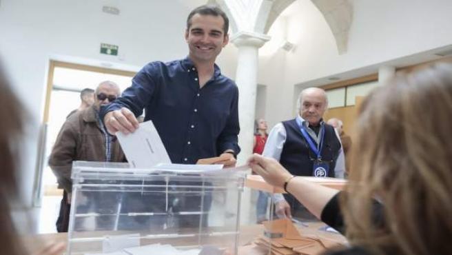 Almería.-26M.-Fernández-Pacheco (PP) alude al 'histórico' de resultados ante los candidatos que ya 'lanzan las campanas'