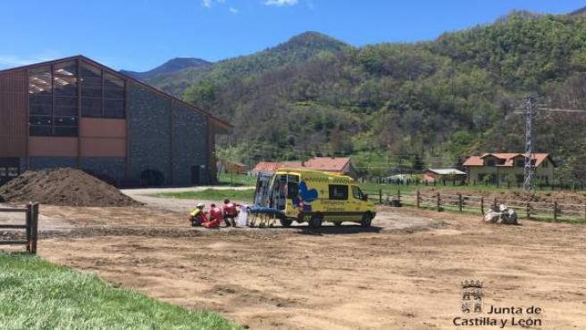 Sucesos.- Evacuada en helicóptero una montañera con heridas y contusiones tras caerse en el Jou del Llambrión (León)