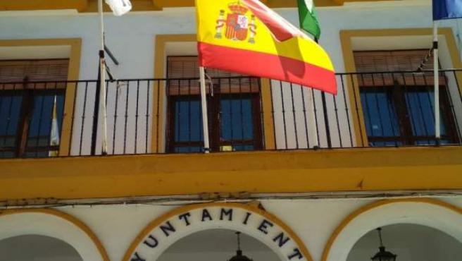 Sevilla.- El Ayuntamiento de Coria alega que ya ha bajado la bandera y señala su 'respeto' a Rubalcaba