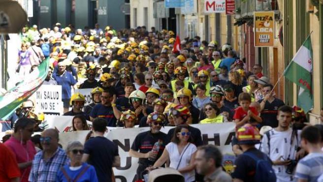 Málaga.- Los bomberos de Málaga se manifiestan para pedir al alcalde de la ciudad que hable con ellos